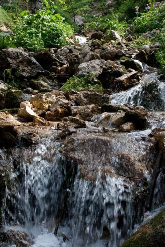 Natürlicher Bach - Wasser